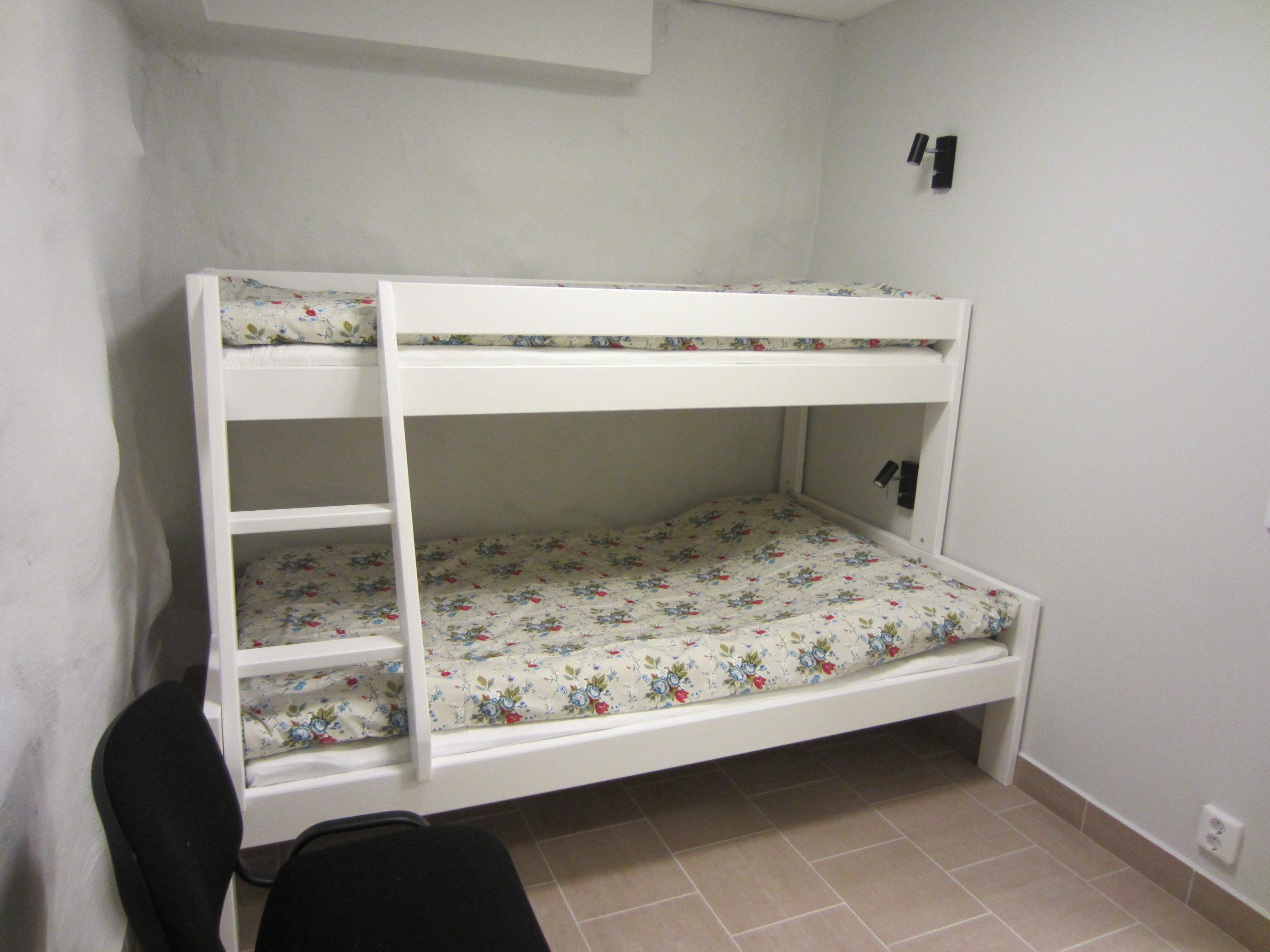Room #10 Bunk bed